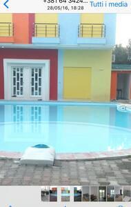 2 Appartamenti al mare con piscina - Orikum - Huoneisto