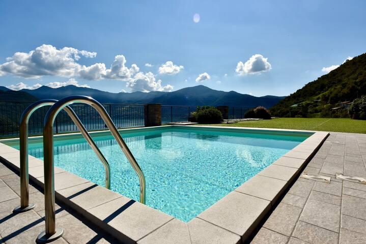 Italian Vacation Homes - La Petite Maison du Lac
