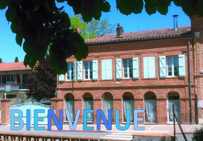 Gite des Arcades : Chambre Bleue - Labastide-Beauvoir - Haus