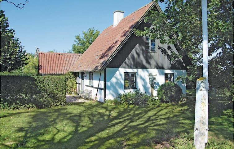Former farm house with 2 bedrooms on 82m² in Præstø