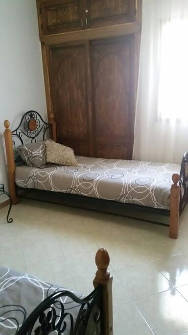 2e bed in de eerste slaapkamer.