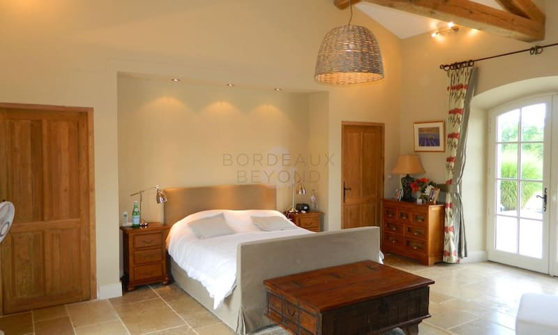 Luxury bedroom en suite