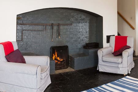 Killala Cottage - Traditional Irish holiday home with cosy turf fire on the shores of Killala Bay