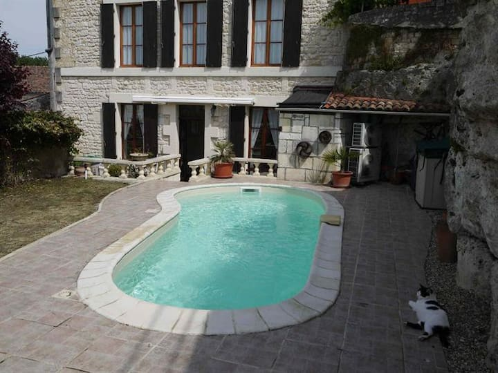 Charming  house (140 m²) with swimming pool