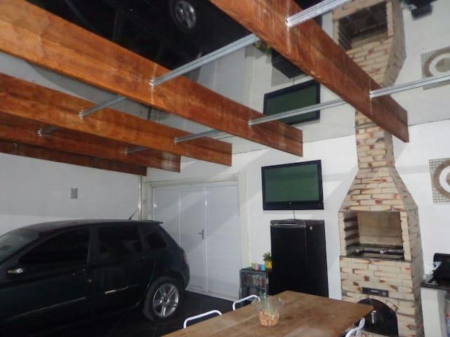Alugo anual casa 3 quartos pq Agari - Paranaguá - Casa