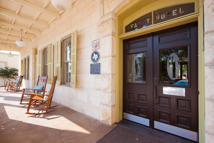 Hotel Faust - NEW LISTING! - Comfort - Bed & Breakfast