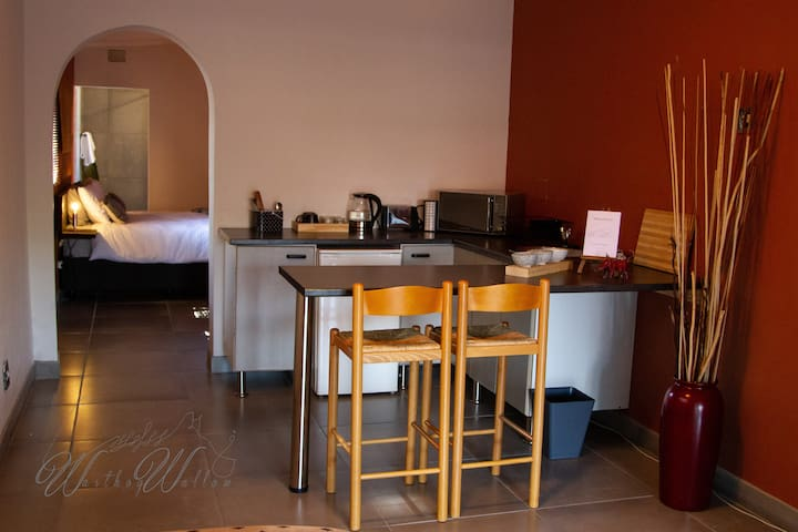 Warthog Wallow - Self Catering Contemporary Unit