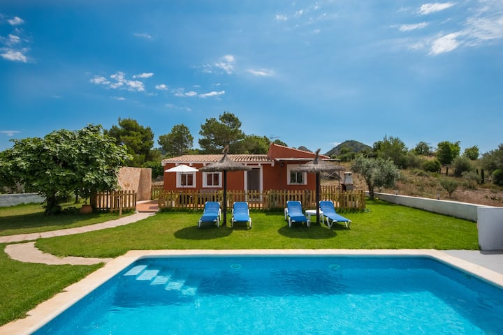 Villa in Arta close to the beach