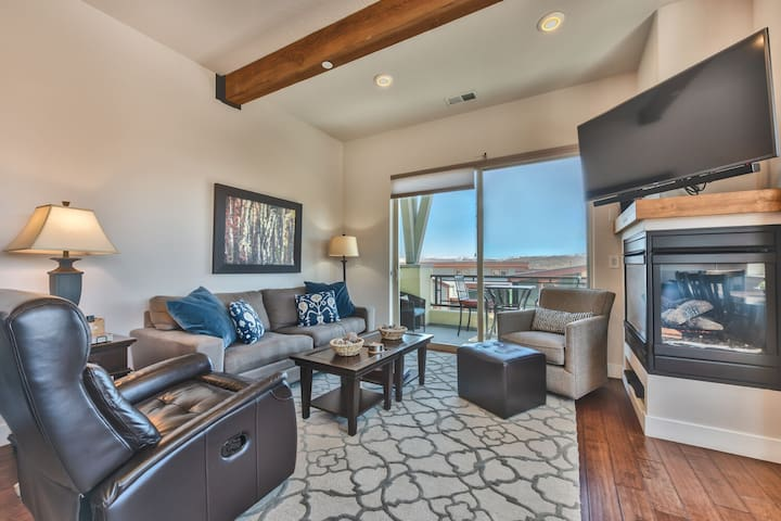 Comfortable Living Room with Queen Gel Foam Sleeper Sofa, Gas Fireplace and Private Deck