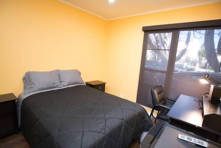 Comfy Private Room in 4b/2b Residential Westwood