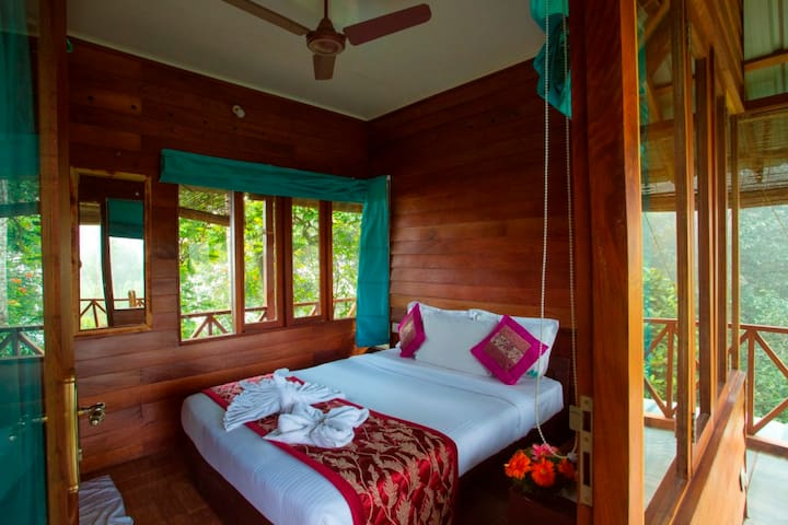 Tree House @ Dream Catcher Plantation - Idukki - Rumah Pohon
