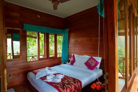 Tree House @ Dream Catcher Plantation - Idukki - Ağaç Ev