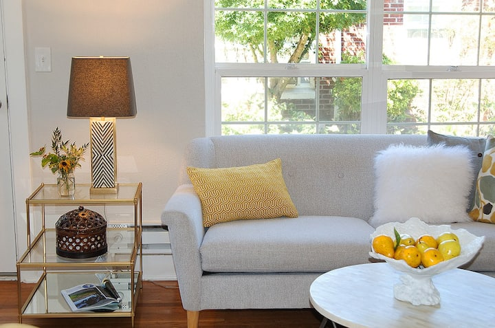 Charming cottage style 1 bedroom condo