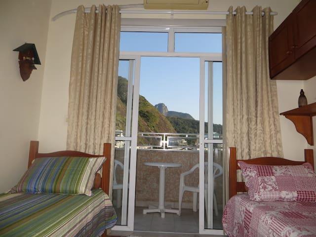 Quarto com varanda, café da manhã - Copacabana
