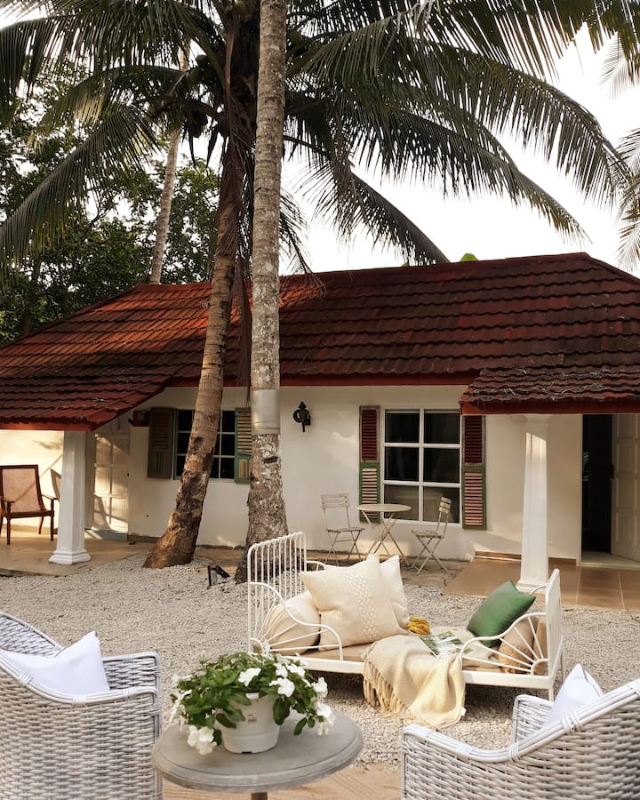 Chic cottage near the beach