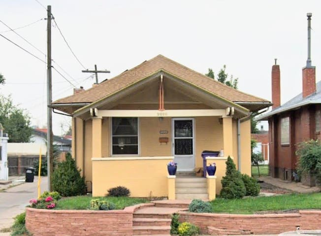 Charming Spacious Suite in Sunnyside/Highlands!