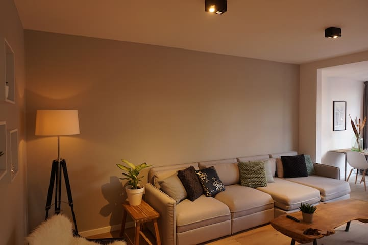 Spacious designer house, 7 minutes from Amsterdam