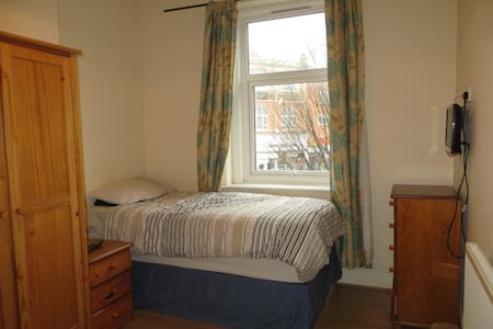 City Stay - Double Bed, Ensuite: Fir Tree Room - Bristol - Bed & Breakfast