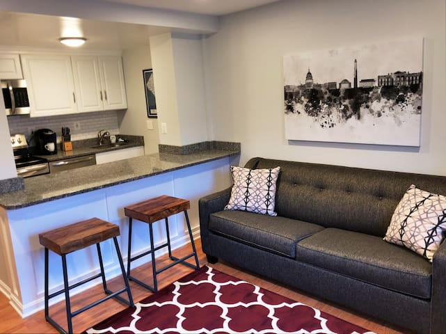 Private Row House Apartment ★ w/Free Parking!