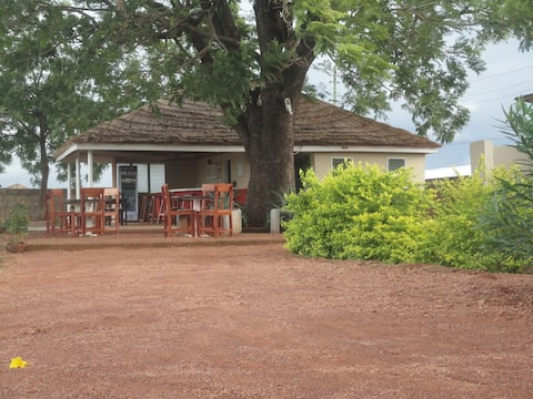 Dawadawa Lodge - Spacious private room