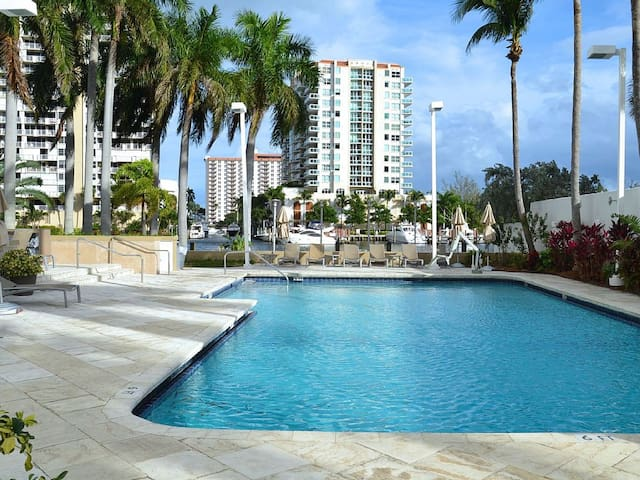Waterview - 12th floor-Walk to Beach -Free parking - Fort Lauderdale - Apartment