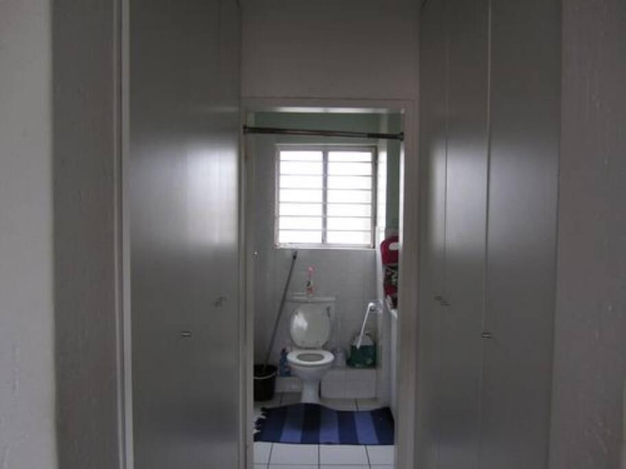 entrance to bathroom off bedroom
