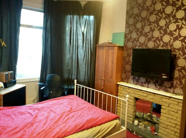 Cosy double room for short term