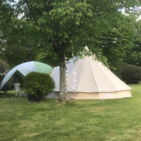 Beaurepaire bell tent at Camping au lac du Drennec