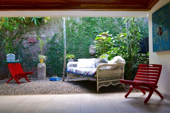 Charming 2BR Casita and Huge Garden - Managua - Haus
