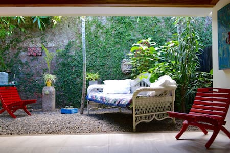 Charming 2BR Casita and Huge Garden - マナグア