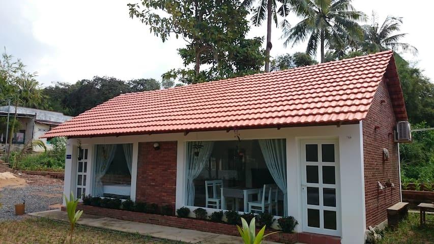 Garden bungalow close to the beach - tp. Phú Quốc - Apartamento