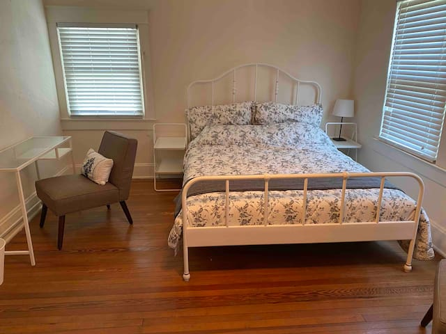 Private bedroom in historic shared home Downtown
