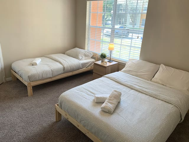 Clean suite close to Universal, Outlets and more.