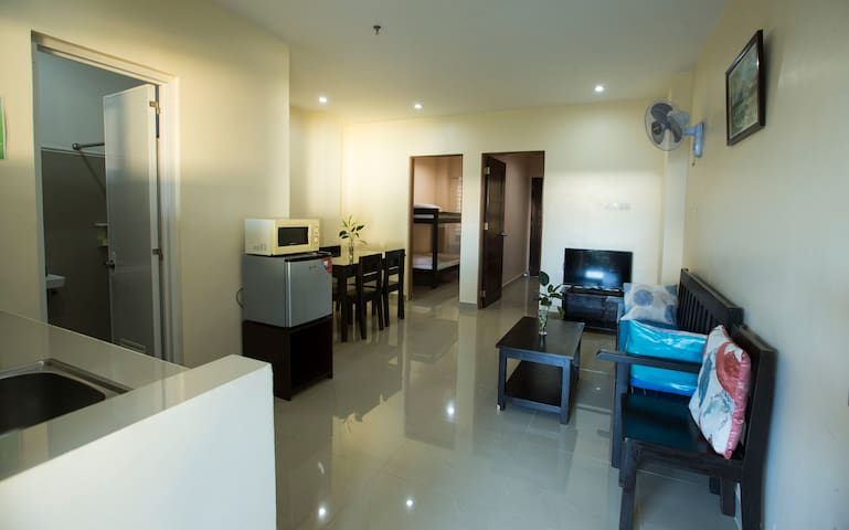 Lovely spacious and private 2 bedroom apartment