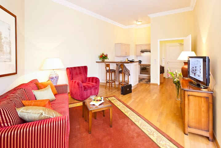 Junior Suite, right on Kurfürstendamm 41-49 sqm