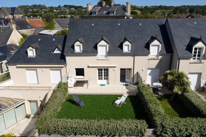 Appart  57 m² et terrasse de 100m²  vue port 50270