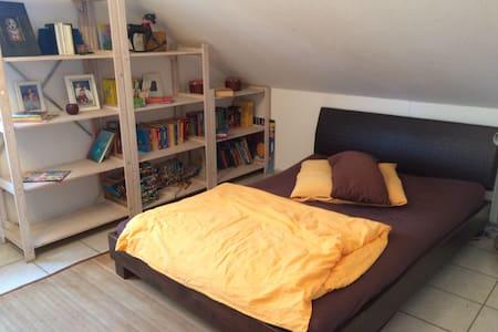 Geräumiges Zimmer mit eigenem Bad nahe Köln - Erftstadt