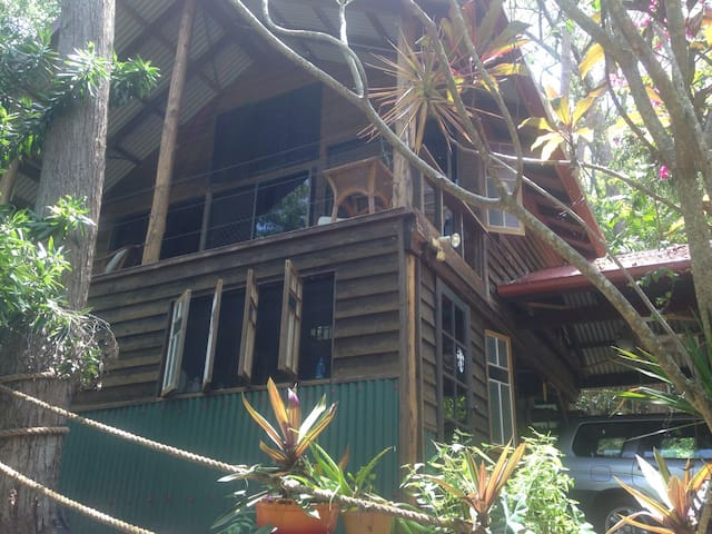 Cottage in the rainforest with view - Port Douglas