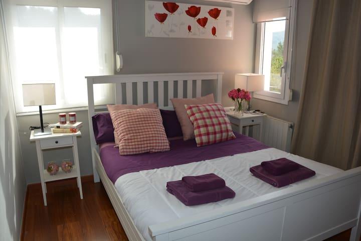 Bedroom 2. Double bed.