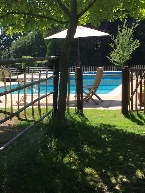 The Hayloft - holiday let with pool & tennis court