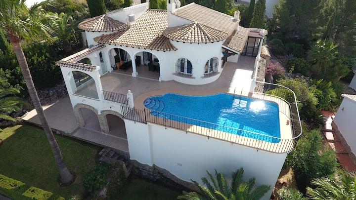 Preciosa casa con vistas espectaculares al mar