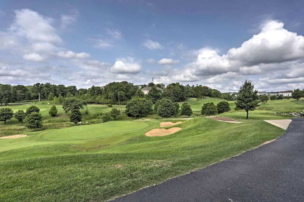 This 1,640-square-foot condo sits on the lush Thousand Hills Golf Course!