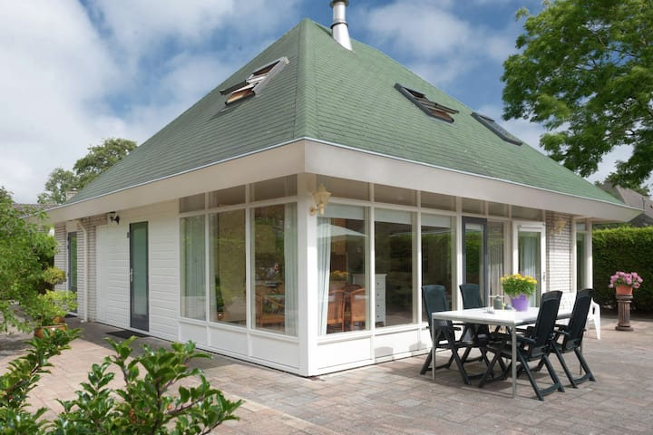 Detached, 6-person house in a quiet holiday park nearby Ouddorp