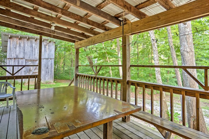 Rustic Taswell Cabin w/Wooded Views - Walk to Lake