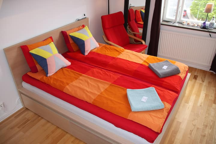 Guestroom 20 mins from city and close to nature