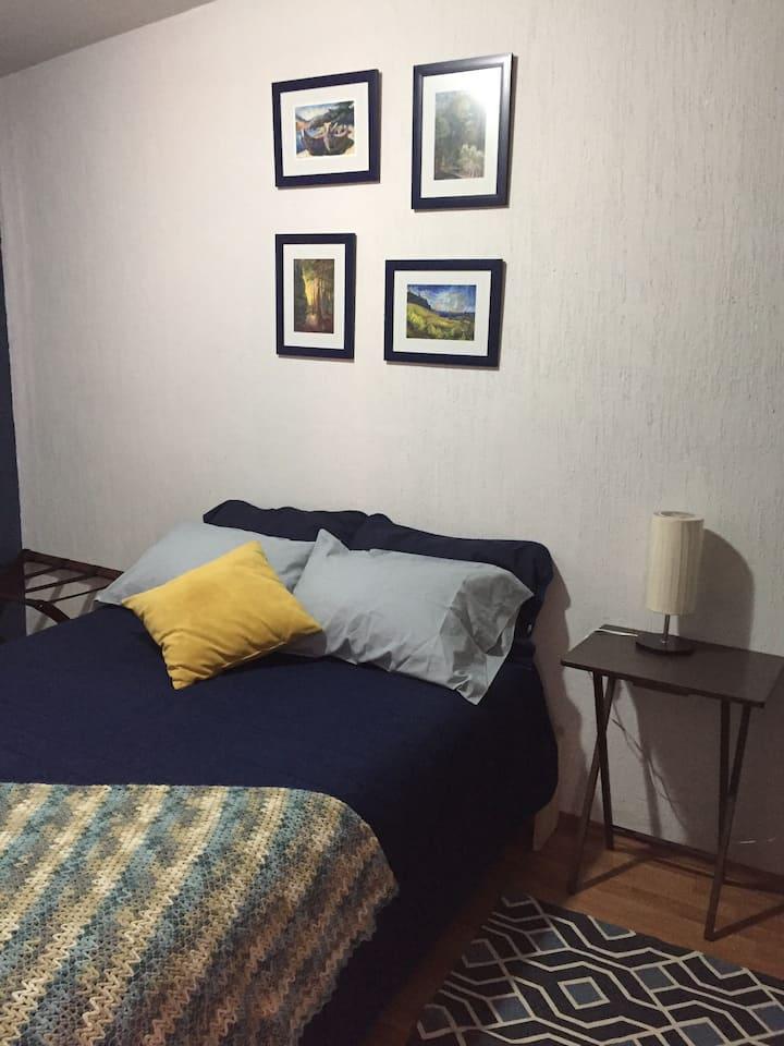 Bonita y confortable habitación