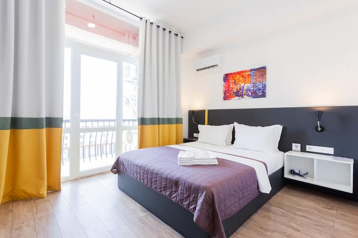 Street View Studio with Balcony and Shower ID462