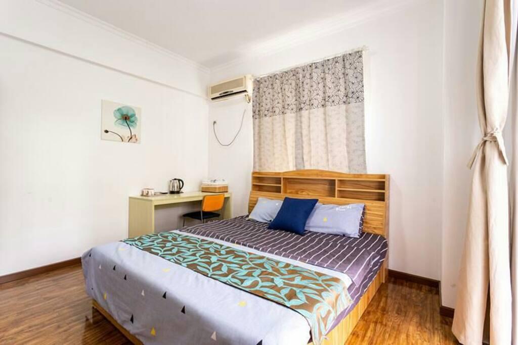 主卧室1.8*2米大床