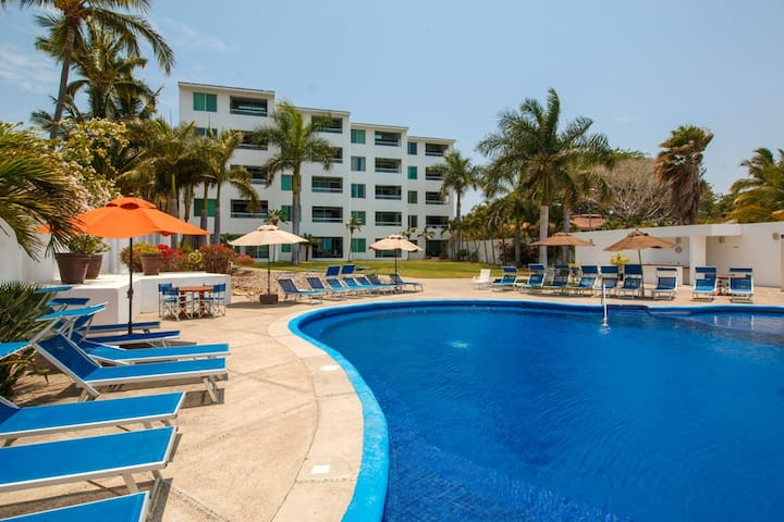 Colibrí Condo 504 Oceanfront and great view of Banderas Bay