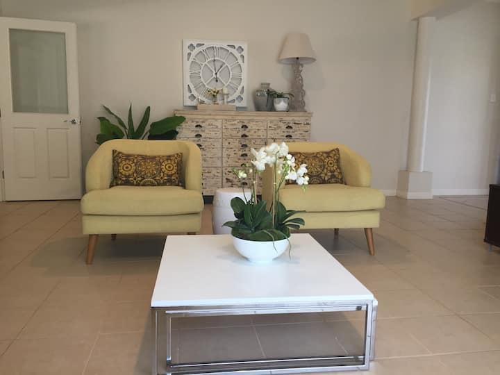 Comfy  Gold Coast home close to theme Parks